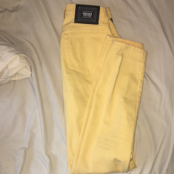 💛BEAUTIFUL VINTAGE YELLOW VERSACE JEANS💛. M 5bb8f98baa57190ba8bc343b 7e6a50914a67d